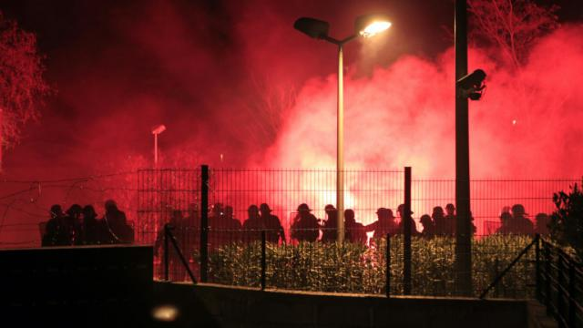 La police arrive sur les lieux d'une manifestation le 15 février 2016 à Corte, en Corse [Pascal POCHARD-CASABIANCA / AFP/Archives]