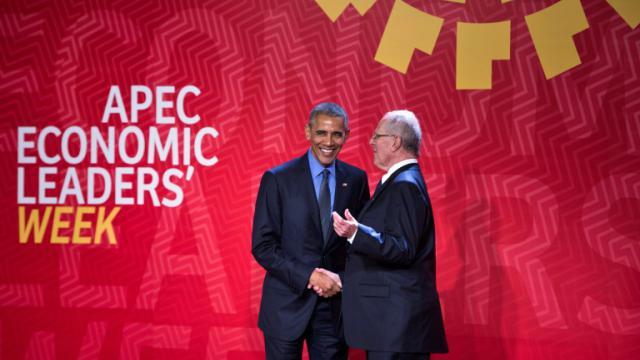 Le président américain Barack Obama et le président péruvien Pedro Pablo Kuczynski au sommet annuel de l'Apec, à Lima le 19 novembre 2016 [Brendan Smialowski / AFP]