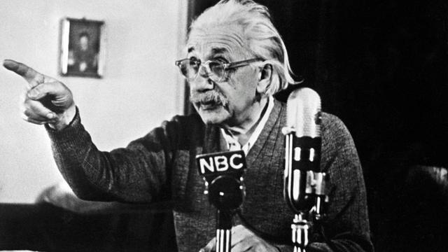 Le physicien Albert Einstein, le 14 février 1950, lors de son 75e anniversaire, à l'université de Princeton, dans le New Jersey [ / AFP/Archives]