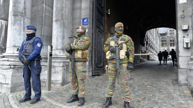 Des militaires belges devant le tribunal de Liège le 24 novembre 2015 [ERIC LALMAND / BELGA/AFP/Archives]