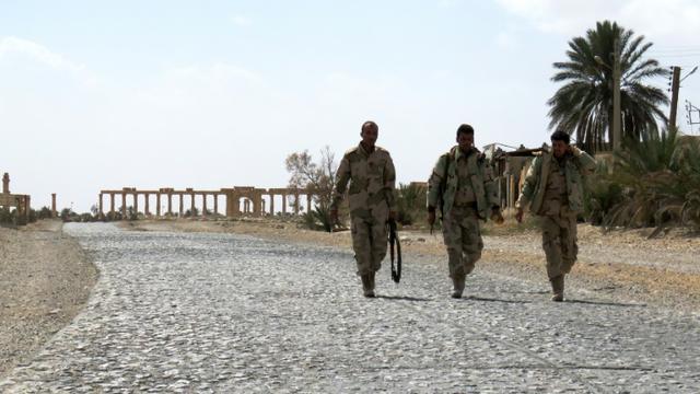 Des soldats syriens après avoir repris Palmyre au groupe Etat islamique (EI), le 27 mars 2016  [STRINGER / AFP]