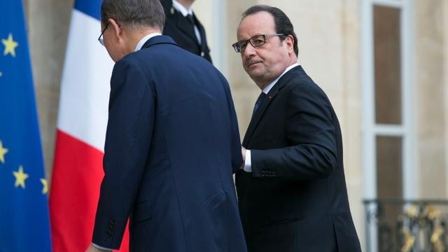 Le Secrétaire général de l'Onu Ban Ki-moon accueilli par le président François Hollande à son arrivée le 25 juin 2016 à l'Elysée à Paris [GEOFFROY VAN DER HASSELT / AFP]