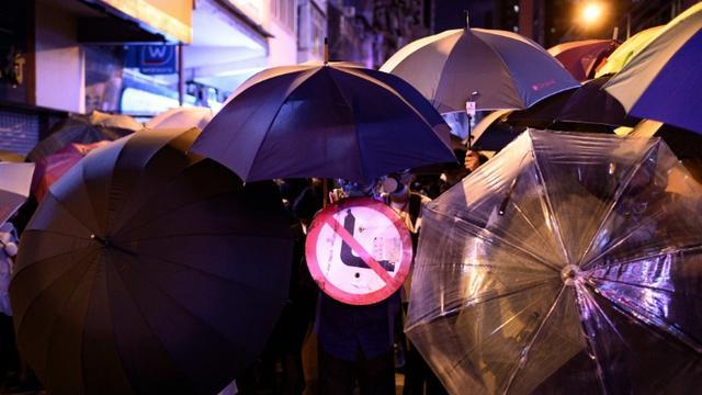 Des manifestants dans les rues de Hong Kong le 6 septembre 2019 [Philip FONG / AFP]