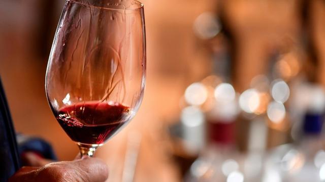 Les Français champions du monde de dégustation de vin à l'aveugle lors d'une compétition, organisée pour la 7ème année consécutive par la Revue des vins de France, dans une salle du célèbre château de Chambord [GEORGES GOBET / AFP/Archives]