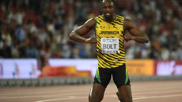 Le Jamaïcain Usain Bolt célèbre son titre de champion du monde du 200 m, à Pékin le 27 août 2015 [Olivier Morin / AFP]