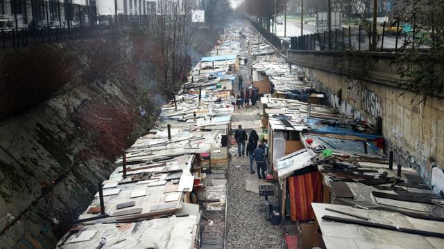 Un campement de Roms installé boulevard Ney le 31 janvier 2016 à Paris [ALAIN JOCARD / AFP/Archives]