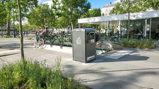 La municipalité parisienne prévoit de déployer 400 poubelles «Bigbelly» à compaction solaire.