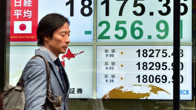 Le tableau des changes le 18 septembre 2015 à Tokyo [YOSHIKAZU TSUNO / AFP]