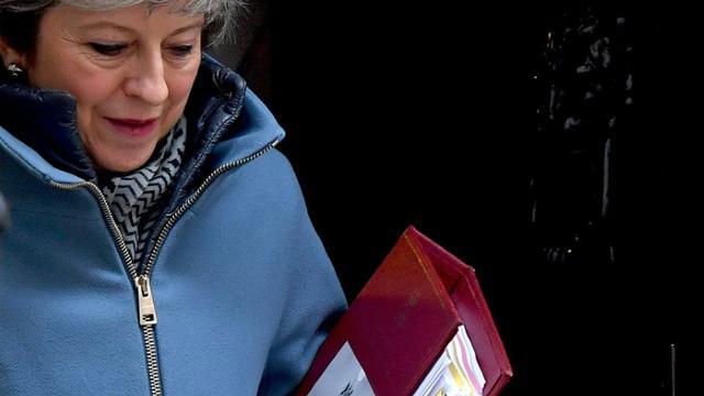 La Première ministre britannique Theresa May sortant du 10 Downing street, à Londres, le 6 mars 2019  [Ben STANSALL / AFP]