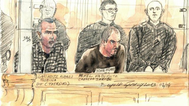 Croquis d'audience montrant notamment l'etarra Mikel Kabikoitz Carrera Sarobe (c) le 2 avril 2013 devant la cour de justice de Paris [Benoit Peyrucq / AFP/Archives]