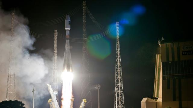 Photo fournie par l'Agence spatiale européenne d'une fusée Soyouz, emportant deux satellites pour le système européen de navigation Galileo, le 11 septembre 2015. [JM GUILLON / ESA/AFP]