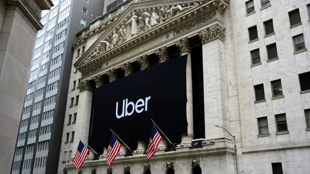 La bannière d'Uber barre la façade de la Bourse de New York, le 10 mai 2019 [Don Emmert / AFP]