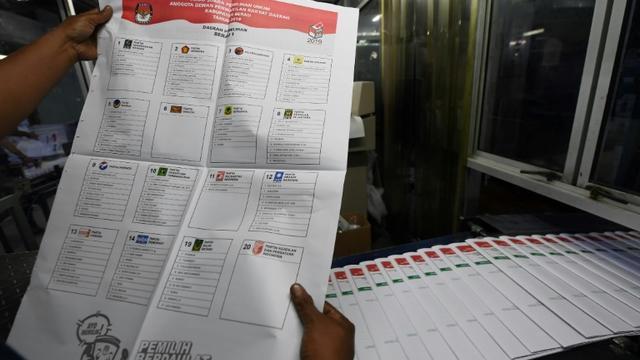 Un bulletin de vote sortant de l'imprimerie à Jakarta le 7 février 2019 et destiné aux élections générales du 17 avril 2019 [ADEK BERRY / AFP]