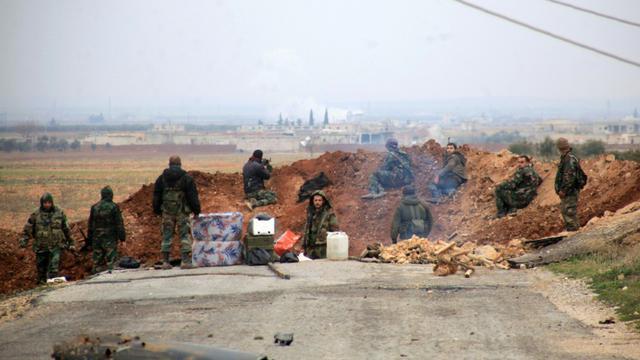 Des forces pro-gouvernementales syriennes tiennent leur position dans la région d'Al-Bab  le 13 janvier 2016 [GEORGE OURFALIAN / AFP/Archives]