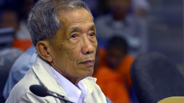 """Kaing Guek Eav, alias """"Douch"""", lors de son procès à Phnom Penh, le 3 février 2012 [NHET SOKHENG / ECCC/AFP/Archives]"""