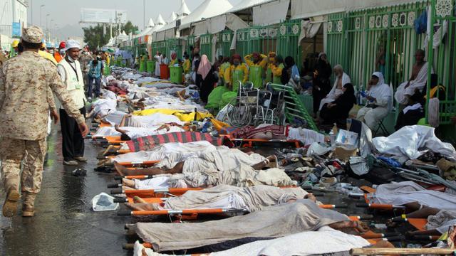 Des corps alignés après la bousculade meurtrière le 24 septembre 2015 à La Mecque [STR / AFP]