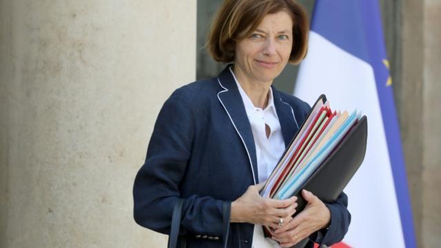 La ministre française de la Défense, Florence Parly, quitte le palais présidentiel de l'Elysée après avoir assisté à la dernière réunion hebdomadaire du gouvernement avant la prise de congés du gouvernement, le 24 juillet 2019 à Paris. [ludovic MARIN / AFP]