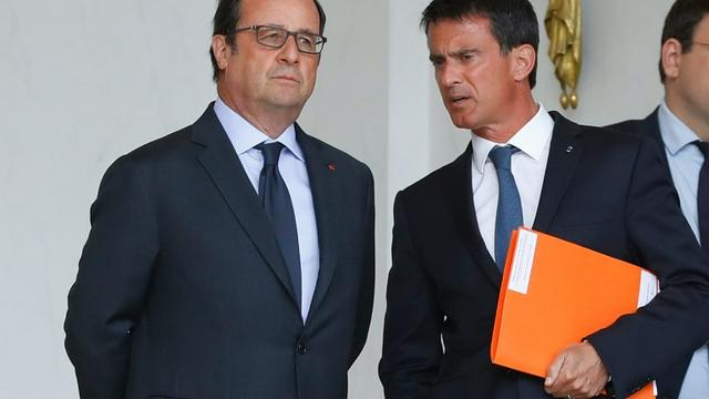 Le président français François Hollande et le Premier ministre Manuel Valls à l'Elysée, le 11 août 2016 [PATRICK KOVARIK / AFP/Archives]
