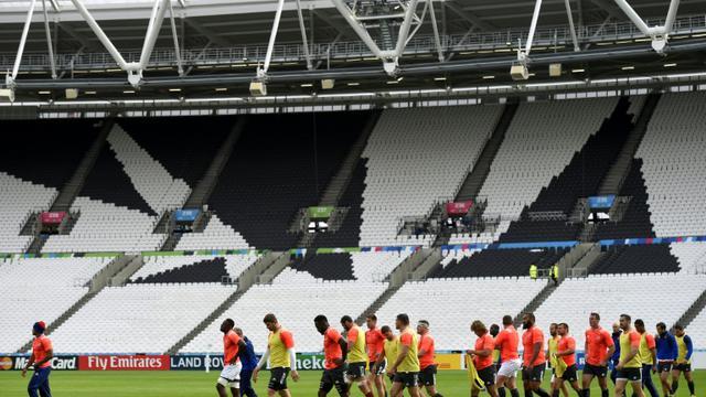 Les joueurs français à l'entraînement, le 22 septembre 2015 au Stade Olympique de Londres [FRANCK FIFE / AFP]