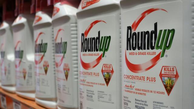 Bouteilles de Round'up, pesticide de  Monsanto, le 19 juin 2018 à Glendale (Californie) [Robyn Beck / AFP/Archives]