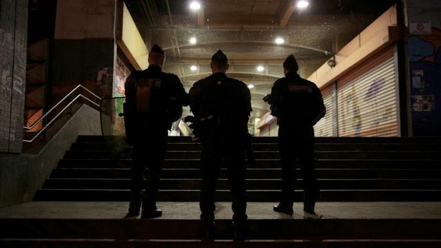 Des policiers à Aulnay-sous-Bois, près de Paris, le 7 février 2017 [GEOFFROY VAN DER HASSELT / AFP/Archives]