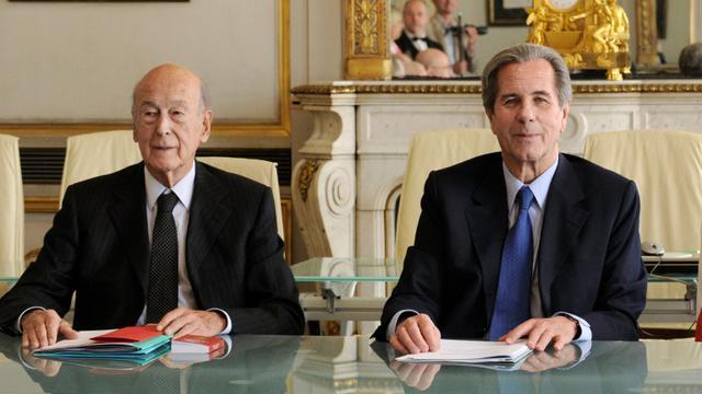 Le président du Conseil constitutionnel Jean-Louis Debré (d) et l'ex-président français Valéry Giscard d'Estaing le 20 mai 2010 au conseil à Paris [BERTRAND GUAY / AFP/Archives]