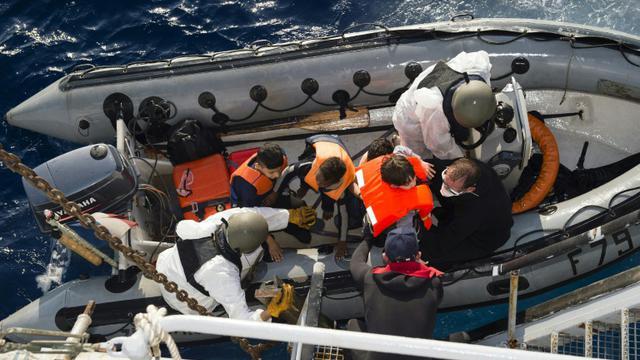 Opération de sauvetage en Méditerranée par la marine française le 5 septembre 2015 [Sebastien Chenal / MARINE NATIONALE/AFP/Archives]