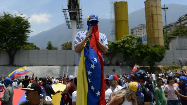 Manifestants anti-gouvernementaux le 1er Mai à Caracas [Matias Delacroix                     / AFP]
