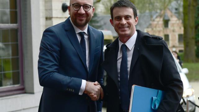 Les Premiers ministres belge et français, Charles Michel (g) et Manuel Valls (d) à Bruxelles, le 1er février 2016  [EMMANUEL DUNAND / AFP]
