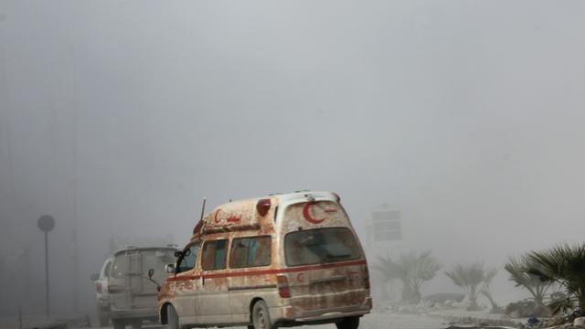 Une ambulance du Croissant rouge, le 31 janvier 2014 dans la ville syrienne d'Alep [ZAKARIYA AL-KAFI / AFP/Archives]