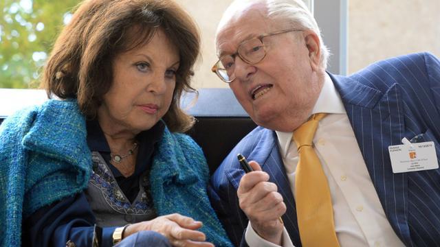 Jean-Marie Le Pen et son épouse, Jany, le 16 octobre 2015 à Marseille [BORIS HORVAT / AFP/Archives]