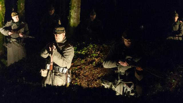 Répétition en costumes dans le bois des Caures, le 20 février 2016, la veille de la  commémoration officielle de la bataille de Verdun [JEAN-CHRISTOPHE VERHAEGEN / AFP]