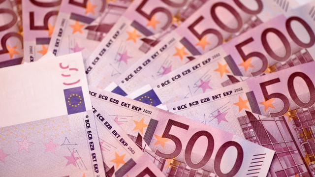 Le billet de 500 euros, montré du doigt pour son rôle dans le financement du terrorisme, pourrait disparaître, les dirigeants européens ayant appelé vendredi la BCE à décider de son sort [MIGUEL MEDINA / AFP]
