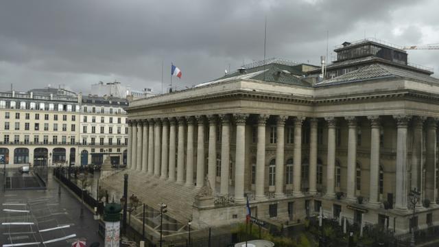 Le Palais Brongniart à Paris le 24 août 2015 [ERIC PIERMONT / AFP]