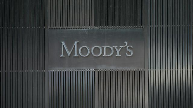 Le logo de l'agence de notation Moody's à son siège social à New York, le 18 septembre 2012 [Emmanuel Dunand / AFP/Archives]