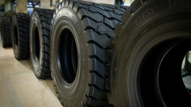 Des pneus entreposés dans l'usine Michelin de Joué-lès-Tours, en Indre-et-Loire, le 18 décembre 2014 [Guillaume Souvant / AFP/Archives]