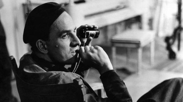 Le cinéaste suédois Ingmar Bergman lors d'un tournage au début des années 1960 [Bonniers HYLEN / SCANPIX SWEDEN/AFP/Archives]