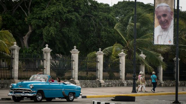 Une bannière à l'effigie du pape François dans une rue de La Havane, le 15 septembre 2015 [ANA Rodriguez / AFP/Archives]