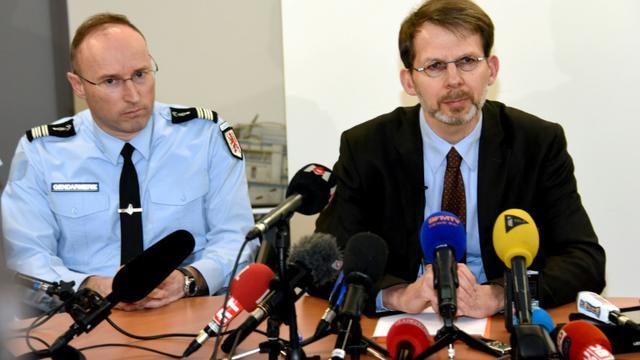 Le procureur Yves Delperie et le chef départemental de la gendarmerie le   lieutenant-colonel Frederic Le Meur lors d'une conférence de presse le 17 février 2016 à Rodez   [JOSE TORRES / AFP]