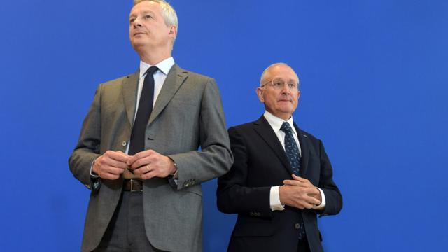 Le ministre de l'Economie Bruno Le Maire (g) et le patron La Poste, Philippe Wahl, lors d'une conférence de presse à Bercy, le 30 août 2018 [ERIC PIERMONT / AFP]