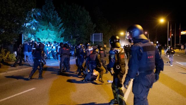 Heurts entre la police et des manifestants à Heidenau, à l'est de l'Allemagne, le 23 août 2015 [ARNO BURGI / DPA/AFP/Archives]