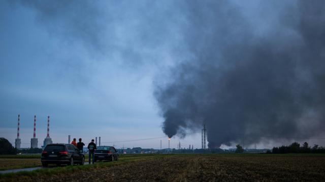 L'explosion dans une raffinerie près d'Ingolstadt le 1er septembre a fait au moins huit blessés et conduit à l'évacuation de près de 2.000 habitants. [Lino Mirgeler / dpa/AFP]