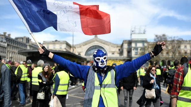 Un manifestant lors de l'acte 20 des gilets jaunes le 30 mars 2019 à Paris [STEPHANE DE SAKUTIN / AFP/Archives]