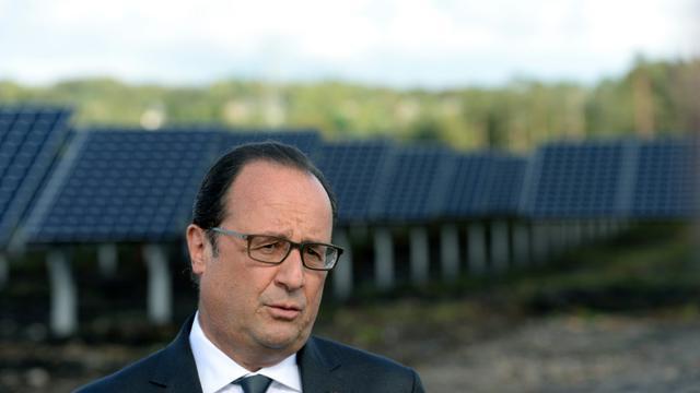 Le président François Hollande visite la Centrale photovoltaique au sol de Roc de Doun, le 18 septembre 2015 à Gros-Chastang [NICOLAS TUCAT / AFP]