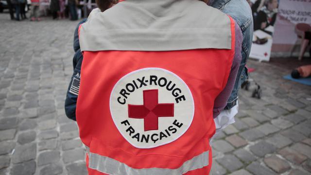Un volontaire de la Croix Rouge fait la quête à Rouen, le 3 juin 2013 [Charly Triballeau / AFP/Archives]
