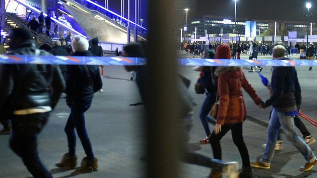 Des spectateurs à la sortie du Stade de France le 13 novembre 2015 à Saint-Denis [ / AFP/Archives]