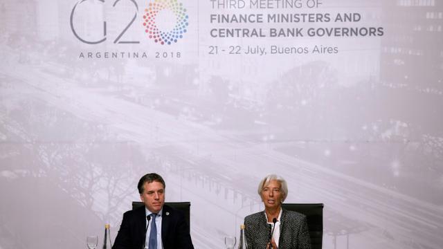 Le ministre argentin de l'Economie Nicolas Dujovne (G) et la directrice du FMI Christine Lagarde lors d'une conférence de presse au sommet du G20 à Buenos Aires le 21 juillet 2018 [Agustin MARCARIAN / AFP]