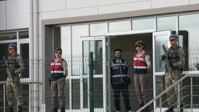 Des membres des forces spéciales turques montent la garde devant le tribunal de la prison Sincan, le 22 mai 2017 à Ankara [ADEM ALTAN / AFP/Archives]