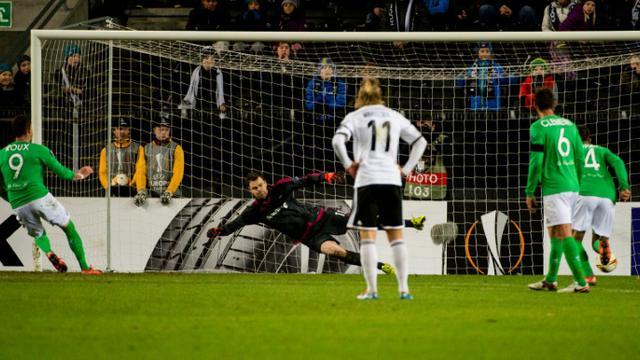 L'attaquant Nolan Roux transforme un penalty face à Rosenborg en Europa League, le 26 novembre 2015 à Trondheim [NED ALLEY / NTB SCANPIX/AFP]