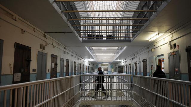 Un surveillant à la prison des Baumettes à Marseille, le 6 mars 2013 [Anne-Christine Poujoulat / AFP/Archives]